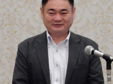 講演する田中柳誠氏