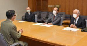 提言書の概要を説明する佐川代表幹事と石井、小野の両委員長