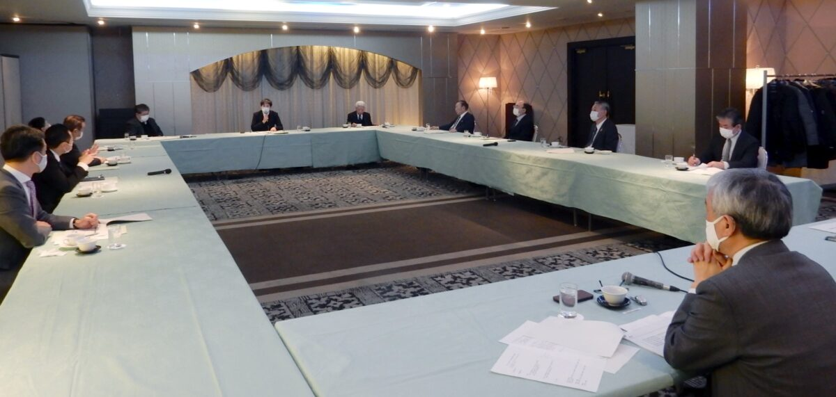 県うまいもの販売課の櫻井氏が講演した第1回地域と農業を考える委員会